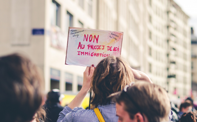 Manifestante contre les discriminations